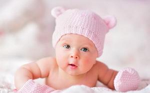 Крепкий новорожденный малыш